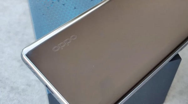 Oppo is Experimenting a Smartphone with Sliding Selfie cameras
